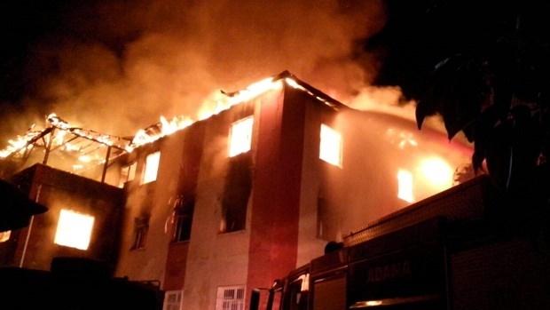Adana'da öğrenci yurdunda yangın: İşte olay yerinden fotoğraflar!