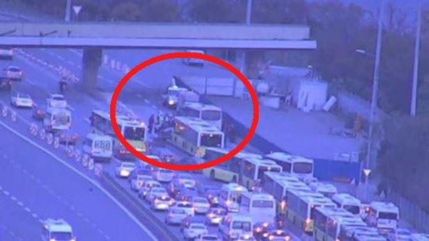 15 Temmuz Şehitler Köprüsü'nde metrobüs kazası!