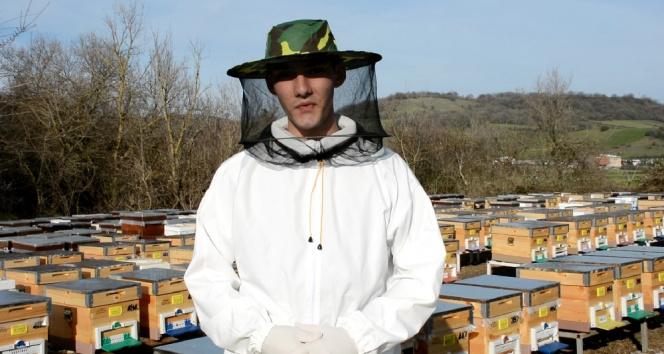 19 yaşındaki genç, arı sütü üretiminde Çin'e rakip