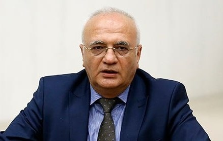 AKP'li Elitaş : 'Başbakanı kaldırmamız gerekecek'