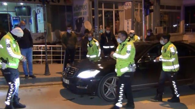 Alkollü Sürücü, Çakar Taktığı Aracı İle Polis Otomobiline Çarptı
