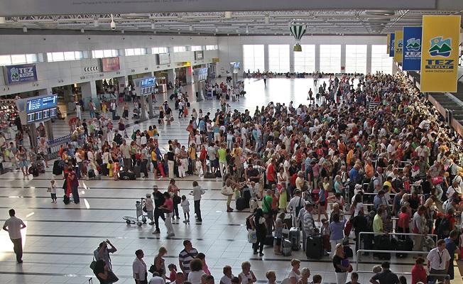 Antalya Havalimanı'nda bomba paniği!