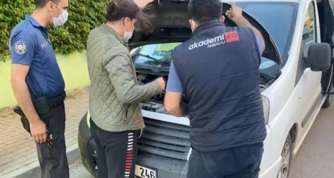 Aracın motoruna giren yavru kedi mahalleliyi seferber etti