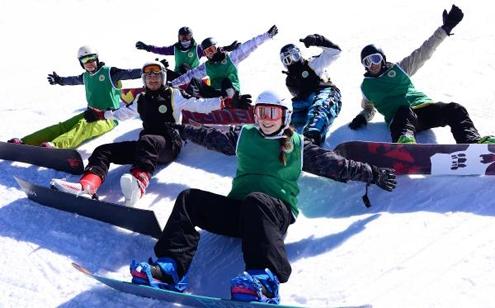Arka Sokaklar' dizisinin komiseri Alp Korkmaz, Palandöken'de Snowboard yaptı