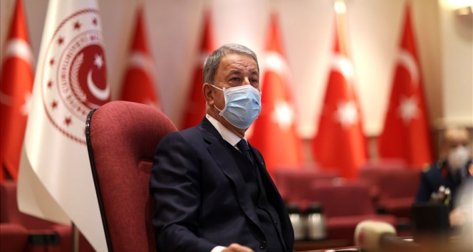 Bakan Akar sağlık çalışanlarının 14 Mart Tıp Bayramı'nı kutladı