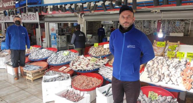 Balık tezgâhlarında balık bolluğu