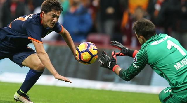 Başakşehir kayıpsız devam, Galatasaray 1-2 M. Başakşehir