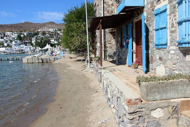 Bodrum'daki Akyarlar sahilyoluna Tarık Akan'ın ismi verildi