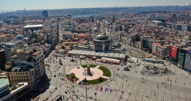 Büyük açılışa günler kaldı...Taksim Camii, Çamlıca Camii ile aynı karede
