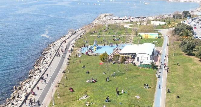 Caddebostan sahilinde pes dedirten görüntü: Doldu taştı
