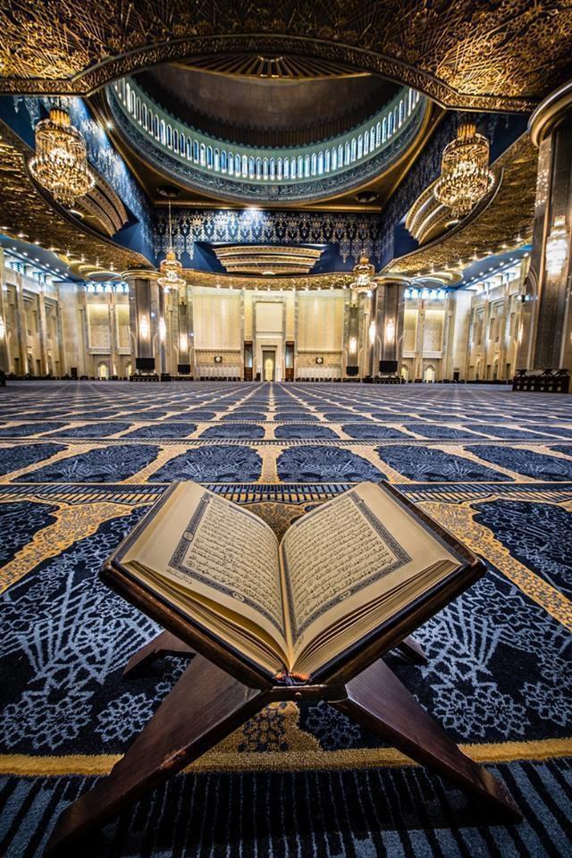 Camileri ve Kuran'ı yasaklama vaadi