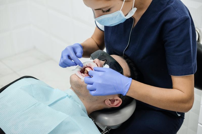 Diş çürüğü nedir ve nasıl oluşur?