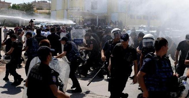 Diyarbakır'da öğretmenlerin protestosu karıştı!