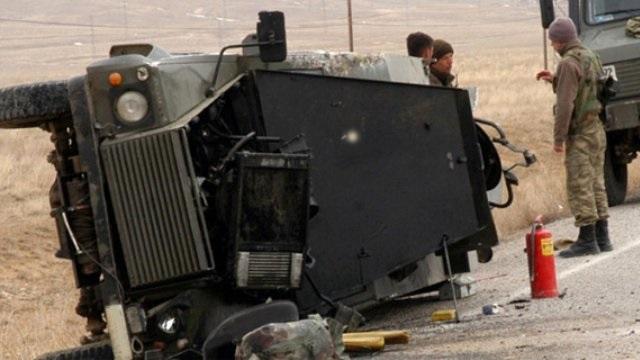 Diyarbakır'da saldırı:2 asker yaralandı