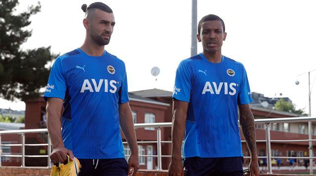 Fenerbahçe sezonun ilk idmanını gerçekleştirdi! Antrenman formasındaki yıldız detayı gözlerden kaçmadı