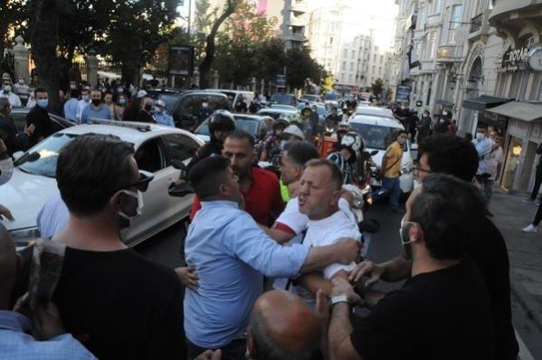 Ferhan Şensoy'un cenaze töreninde slogan atıp gerginlik çıkaran 4 kişiye para cezası verildi