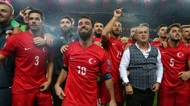 Hırvatistan basını: Türk futbolcular sabaha kadar içtiler