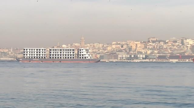 İlginç Görüntüsüyle Dikkatleri Üzerine Çeken Panama Römorkörü İstanbul Boğazı'ndan Geçti