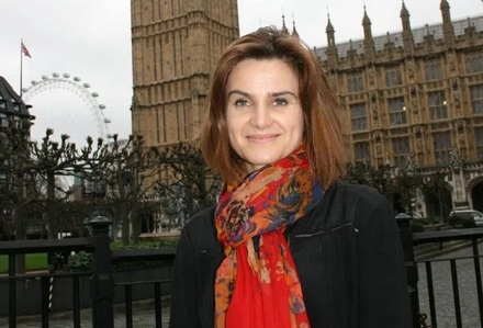 İngiltere'de milletvekilinin öldürülmesi, referandumu durdurdu