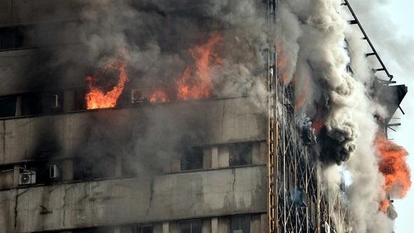 İran'da 17 katlı iş merkezi çöktü!