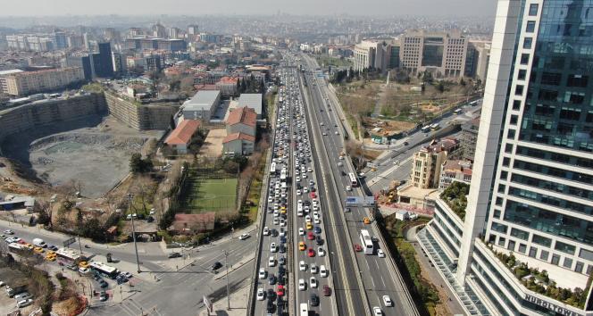 İstanbul'da trafik yoğunluğu yüzde 70'lere çıktı