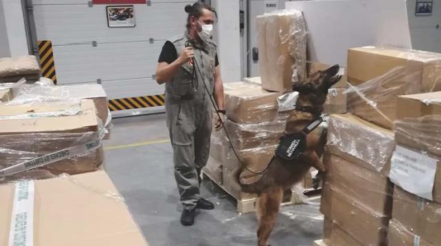 İstanbul Havalimanı'nda büyük operasyon! Uyuşturucu yapımında kullanılan 4,3 ton madde yakalandı