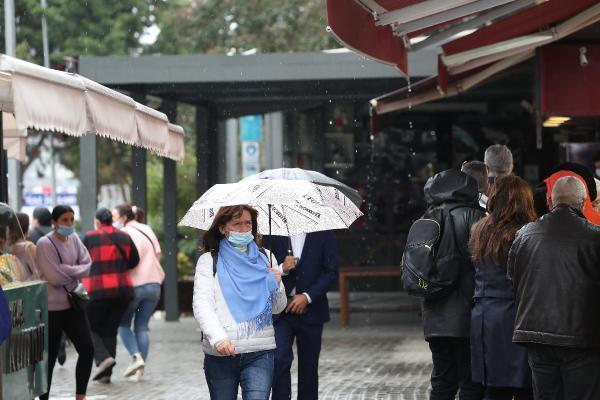 İstanbul'a Haftasonu Yağmur Süprizi