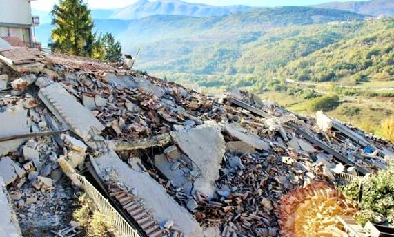 İtalya'da deprem sonrası 25 bin kişi evsiz kaldı