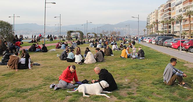 İzmir'de 'kırmızı alarm' uyarısına rağmen ürküten yoğunluk