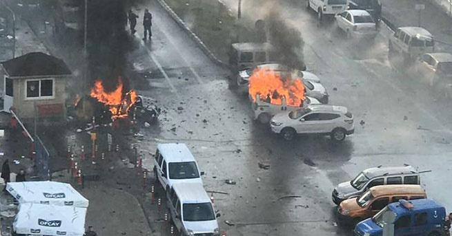 İzmir'de bambalı saldırı:2 ölü, 6 yaralı