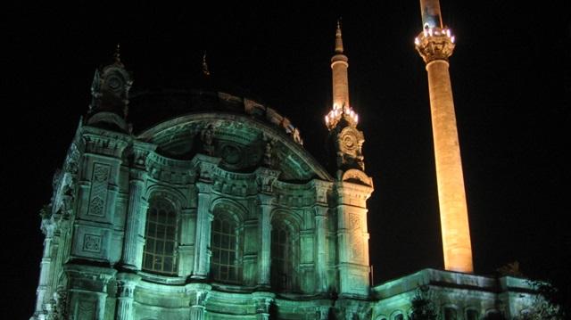 İzmir'de gece okunan sela vatandaşı korkuttu