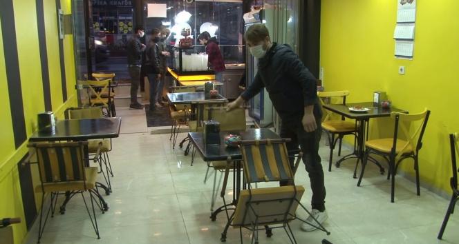Kafe ve benzeri işletmeler ilk masa müşterilerini almaya başladı