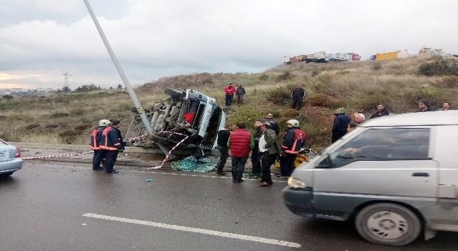Maltepe'de minibüs devrildi