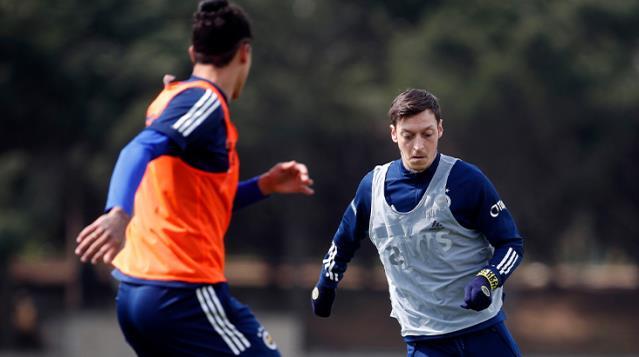 Mesut Özil Takımla Birlikte Antrenmanlara Çıkmaya Başladı
