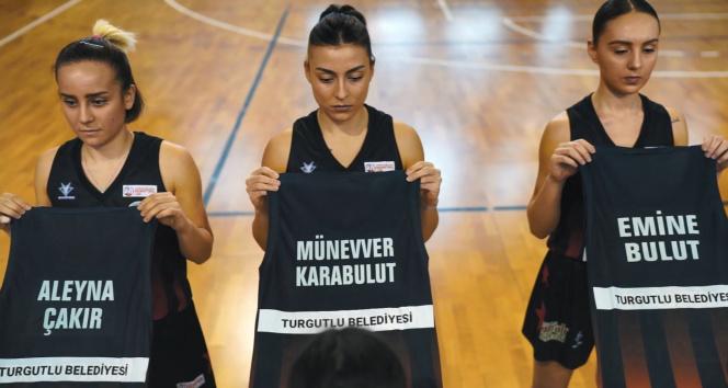 Öldürülen kadınların isimleri formalarda