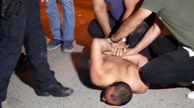 Ortalığı birbirine katan alkollü genç, olay yerine gelen babasına da küfretti! Polis bile zor zapt etti