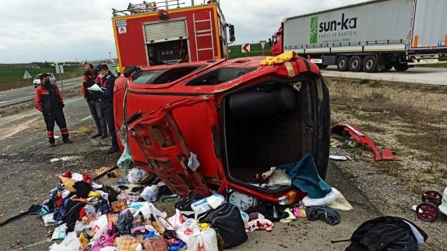 Refüje Çarpan Araç Karşı Şeride Geçti: 7 Kişi Yaralandı