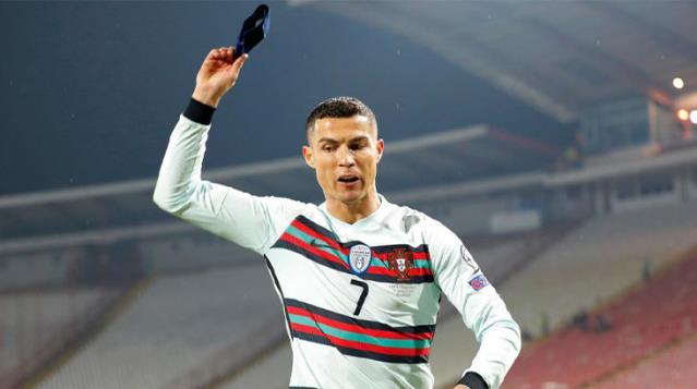 Ronaldo'nun Çıkarıp Attığı Kaptanlık Bandı 2.5 Milyon Euroya Satışa Çıktı