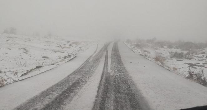 Silvan'da mart ortasında kar yağdı