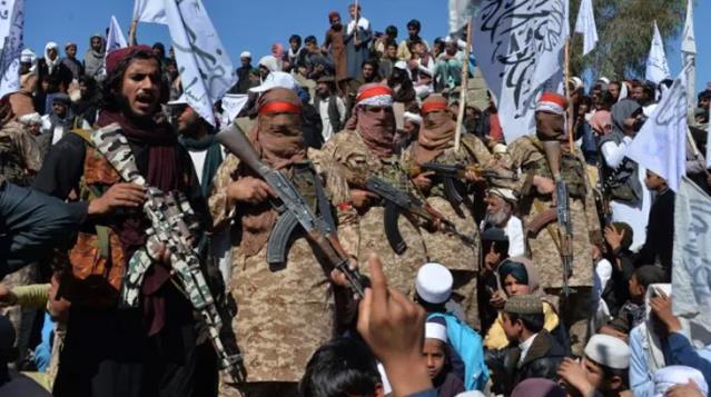 Taliban, bir kaleyi daha aldı! Afganistan'ın en büyük ikinci şehri Kandahar ele geçirildi