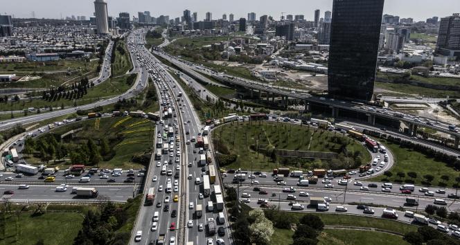 Tam kapanmaya saatler kala İstanbul trafiğinde yoğunluk