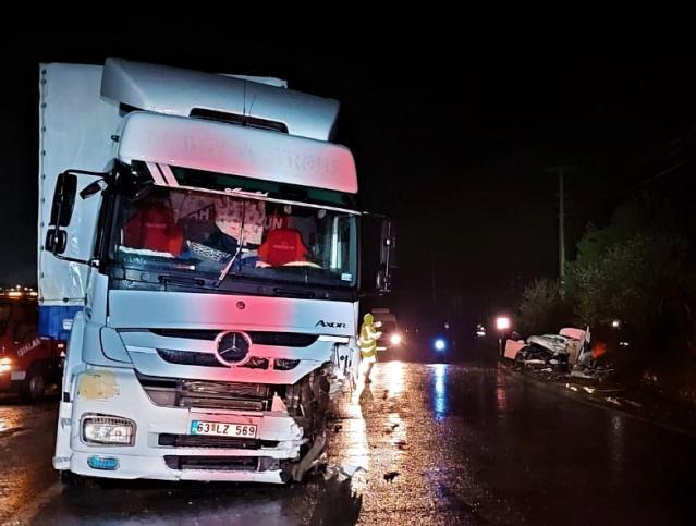 Tır İle Otomobilin Kafa Kafaya Çarpıştığı Kazada 1 Kişi Hayatını Kaybetti