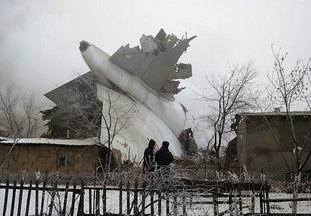 Türk kargo uçağı Bişkek'te yerleşim yerine düştü:32 ölü