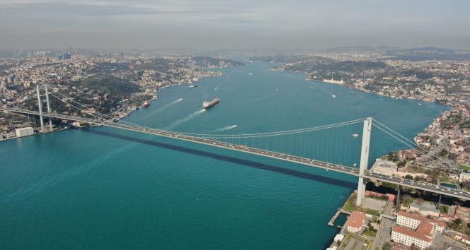 Turkuaza bürünen İstanbul Boğazı havadan görüntülendi
