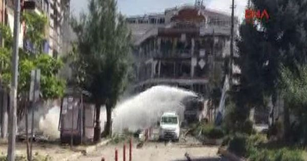 Van'da patlama: 4'ü polis 4'ü İran vatandaşı 50 yaralı
