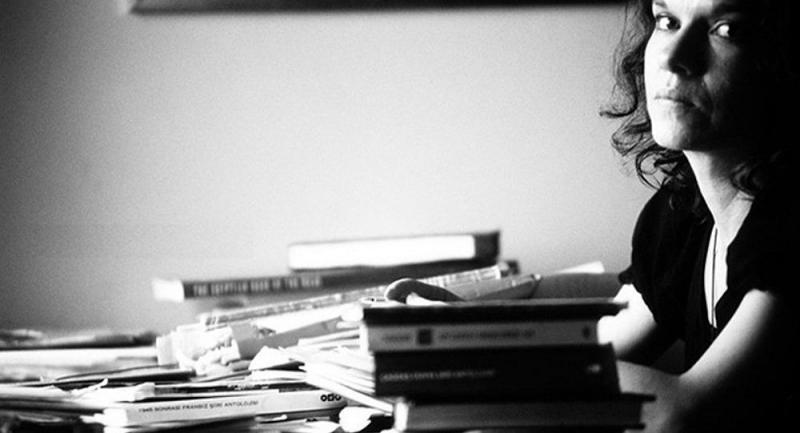 yazar aslı erdoğan ile ilgili görsel sonucu