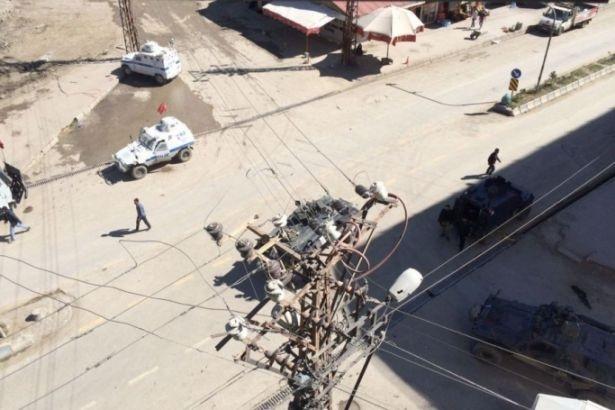 Hakkari Valiliği: Zırhlı aracın silahı ateş aldı, 4 kişi hayatını kaybetti