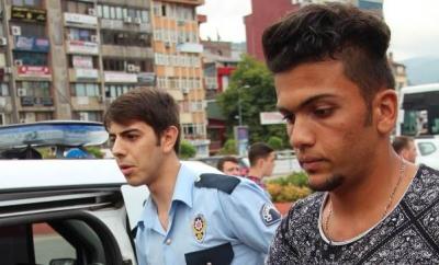Iraklı genç cebinden Türk bayrağı çıkardı