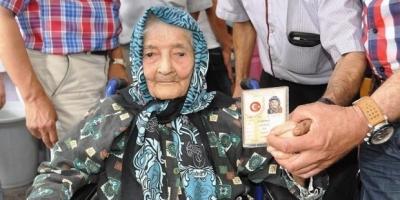 113 yaşındaki Ayşe nine doğumgününü kutladı