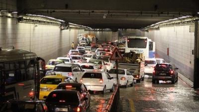 Yağmur Ankara'da hayatı felç etti